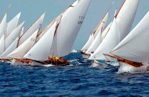 Una regata di Vela Latina in una foto di Antonio Mannu